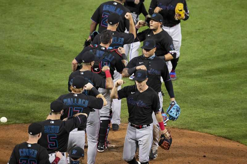 COVID Responses: MLB, NFL Must Learn From Others