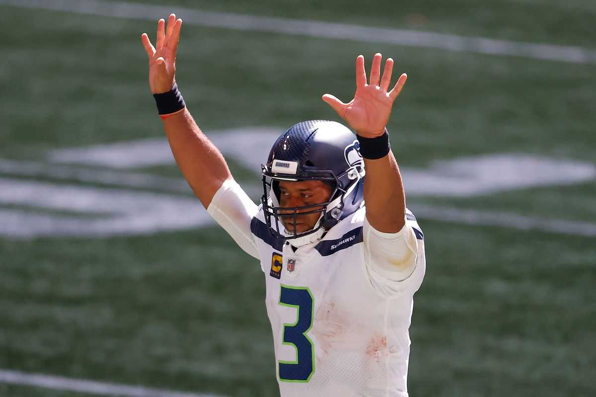 Russell Wilson leads the Seahawks to the W
