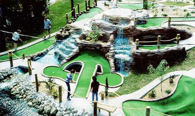 Hunter's Mini-Golf Challenge: Cave Springs Golf