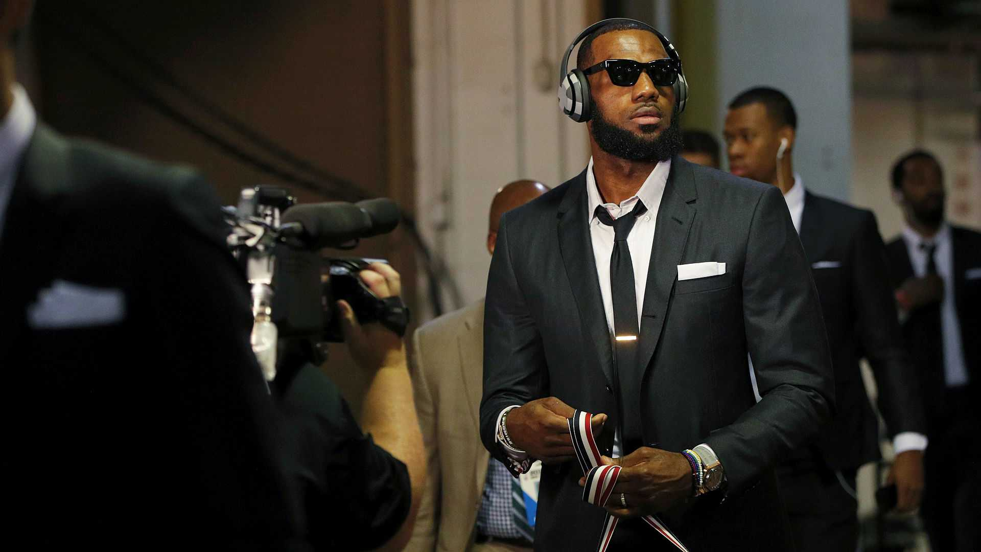 LeBron's Contract Extension – Love/Hate Takes