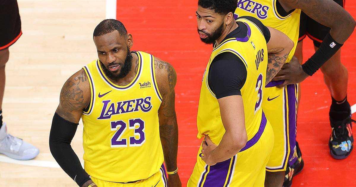 "LeBron James Has Jokes as ""Courtside Karen"" Steals the Night"