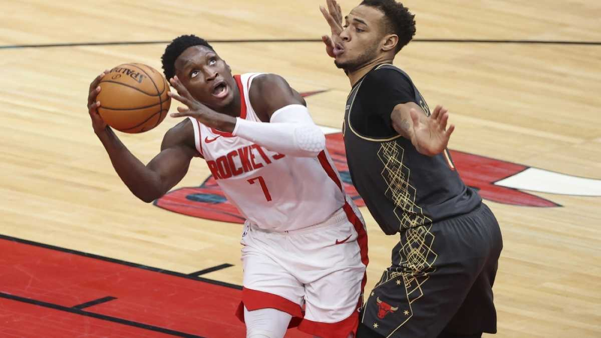 Victor Oladipo goes up for a shot during a game against the Chicago Bulls.