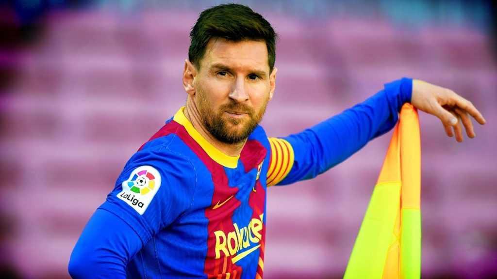 Lionel Messi prepares to take a corner kick.